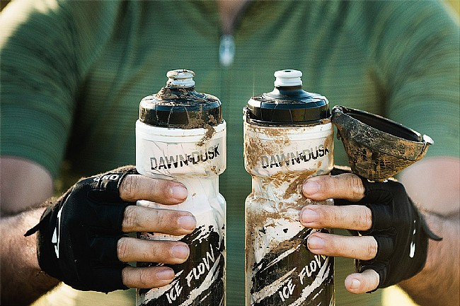 Dawn To Dusk Aqua Flow Bottle with Dirt Mask Dawn To Dusk Aqua Flow Bottle with Dirt Mask
